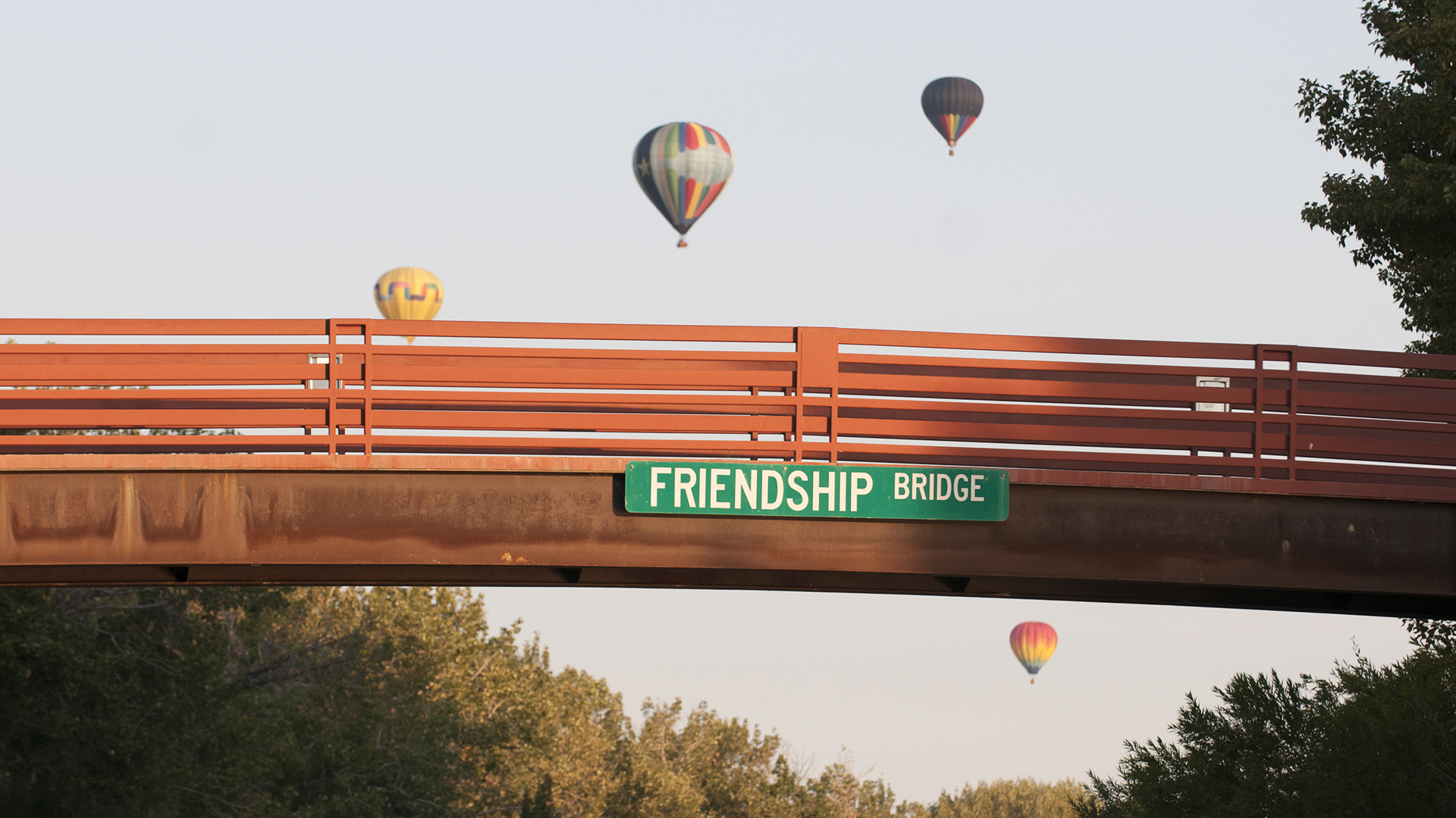 Spirit of Boise Hot Air Balloon Festival flies over Friendship Bridge
