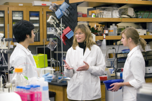 Dr. Oxford teaching students in her lab