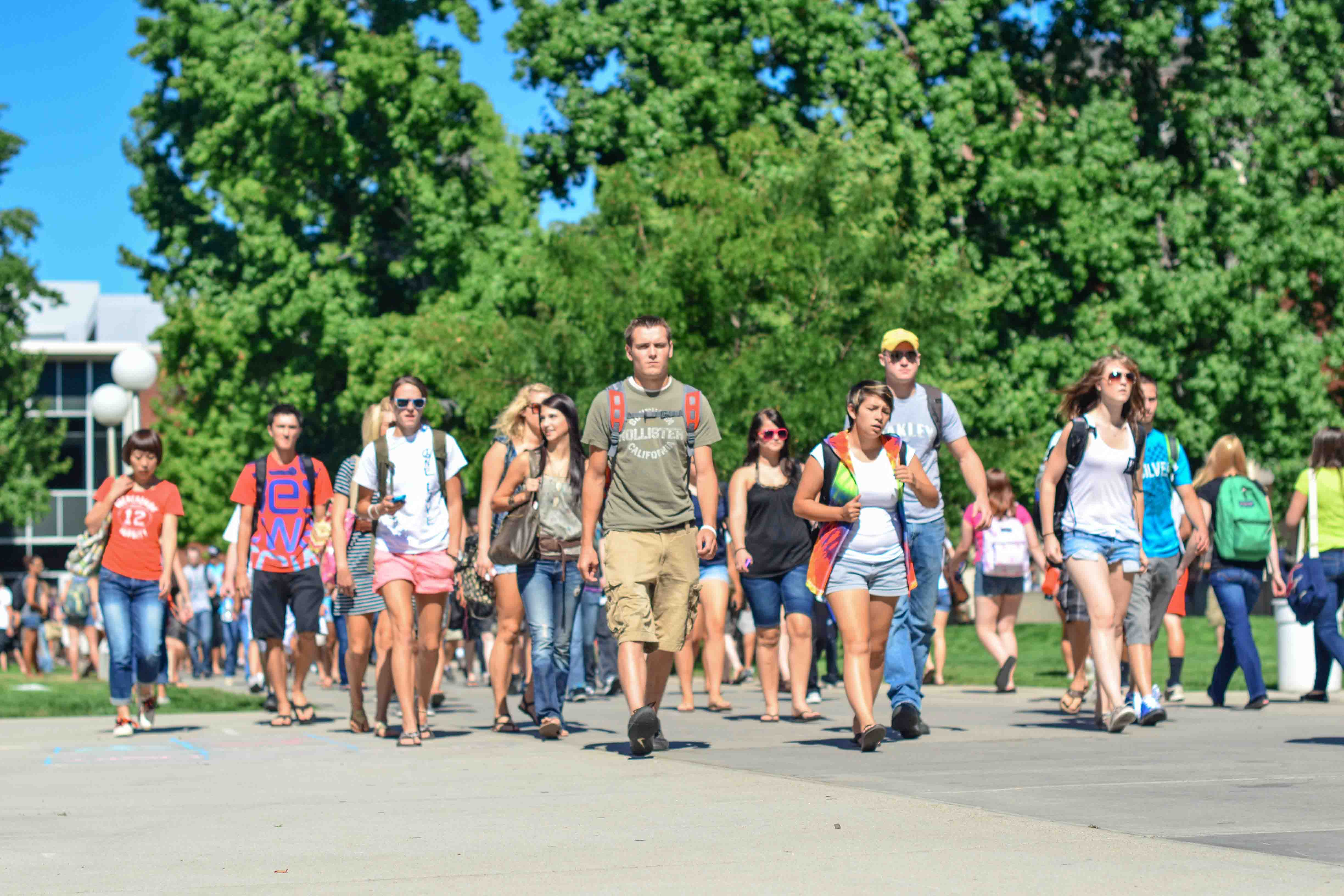Large group of students walking into the quad in between classes