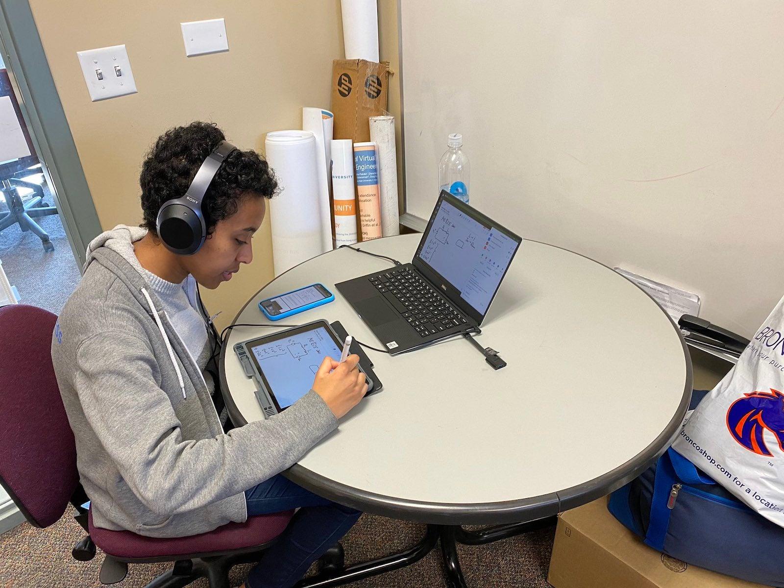 Nardos Ashenafi conducts an online tutoring session