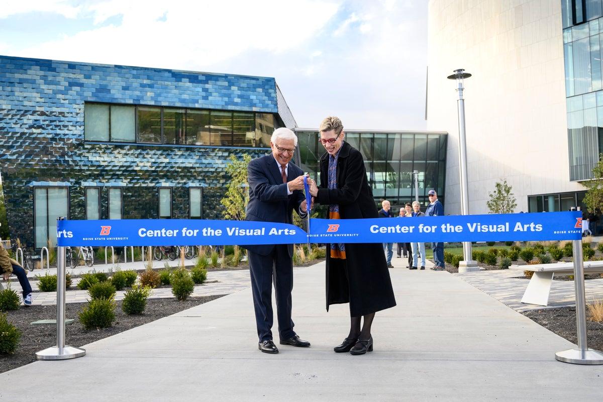 Dr. Tromp and former Boise State prez Bob Kustra cut the ribbon