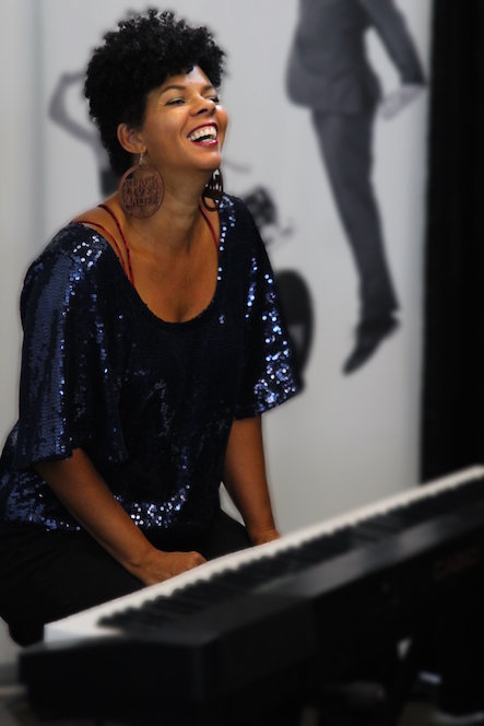 Leta performing