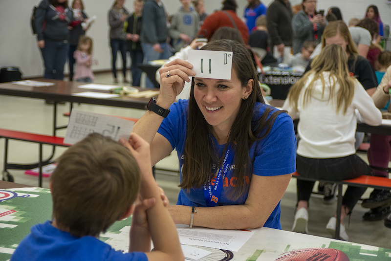 A Boise State student works with a middle schooler