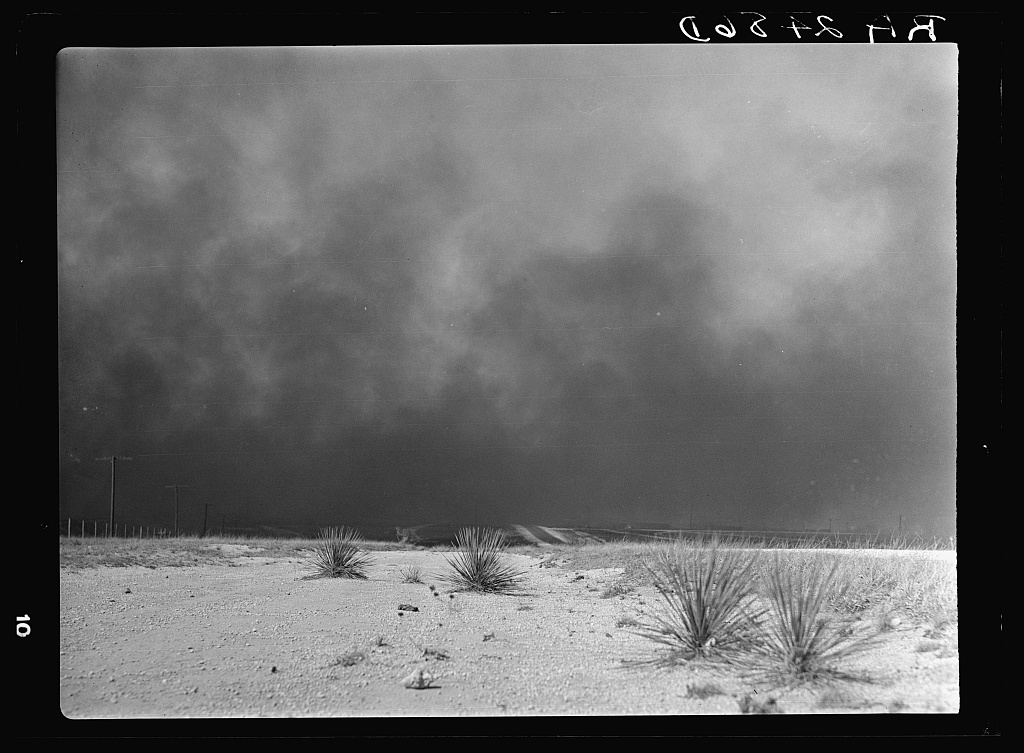 Dust storm rising during Dust Bowl