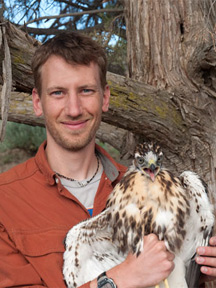 Kolar with falcon