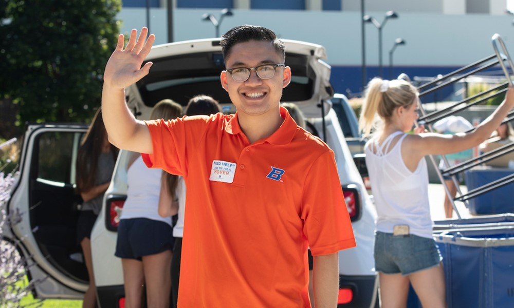 Student employee helping students move in