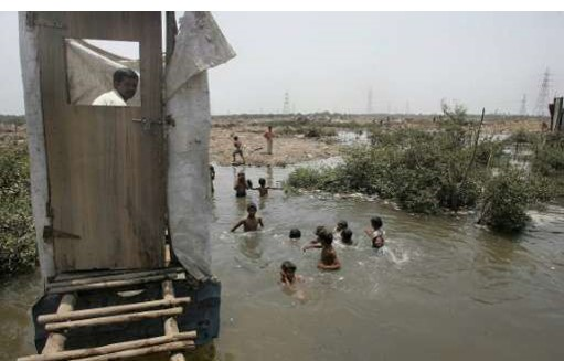 Children play in water, photo